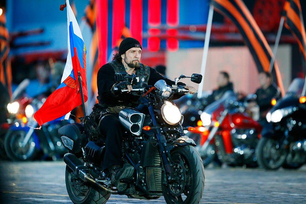 Александр Златостанов пропагандирует любовь к отчизне и патриотизм в кругах молодёжи